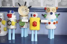 Robots gemaakt met kosteloos materiaal.