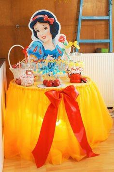 Muitas ideias de decoração para festa no tema Branca de Neve e os Sete Anões (Ideas for Snow White and the Seven Dwarfs Party) ser um arraso!