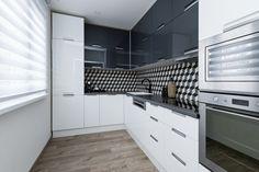 Moderní kuchyně s retro obkladem - rekonstrukce panelového bytu