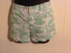 LILLY PULITZER WOMEN'S SCALLOP SHORTS SIZE 8 Green White with Pink print Resort