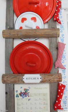 keittiö,kattilankansi,punainen,tee itse,heinäseiväs,heinäseivästikkaat,sydän Red And White, Decorative Plates, Kitchen, Diy, Furniture, Sweet, Home Decor, Ideas, Cooking