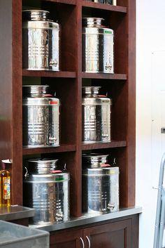 olive oil and vinegar in bulk Shop Interior Design, Store Design, Olive Oil Store, Olive Oil And Vinegar, Concept Stores, Oil Shop, Shop Ideas, Recipe Box, Zero Waste