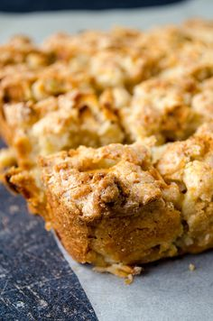 Cinnamon Apple Crumb Bars are satisfaction guaranteed! Easy to whip up for… Apple Desserts, Apple Recipes, Healthy Desserts, Fall Recipes, Cookie Recipes, Delicious Desserts, Dessert Recipes, Yummy Food, Healthy Recipes