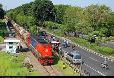 RailPictures.Net Photo: CC 201 92 11 PT Kereta Api Indonesia GE U18C at Surabaya, Indonesia by Anto
