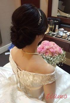 色白美人花嫁さまのフェミニンな2スタイル♡ |大人可愛いブライダルヘアメイク『tiamo』の結婚カタログ