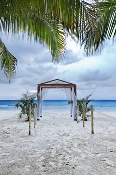 5 Hot Spots for your Jamaican Wedding - Destination Weddings http://www.weddingwire.com/destination-weddings/ideas/5-hot-spots-for-your-jamaican-wedding