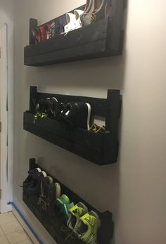 Wall shoe rack - Schuhregal - Pictures on Wall ideas Wall Shoe Rack, Diy Shoe Rack, Shoe Wall, Wall Shoe Storage, Shoe Racks, Shoe Storage Ideas For Small Spaces, Kids Shoe Storage, Shoe Storage In Mudroom, Garage Shoe Storage