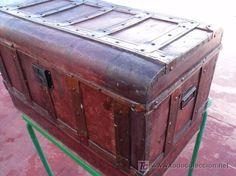 baul muy antiguo, ideal para restaurar