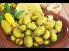 الزيتون الأخضر بالمي والملح مع لون رائع وقوام مابيهلط بأسهل طريقة Youtube Middle Eastern Recipes Food Arabic Food