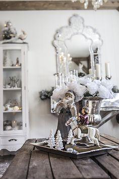 Stemningsfull julenisse som spiller fiolin, ekstra stor