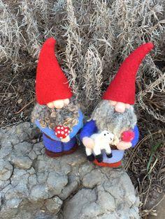 Needle Felted Gnomes By Saira Jan from Fibrecraft.ca #needlefelting #fibreart #fibrecraft #handmade Fiber Art Jewelry, Jewelry Art, Gnomes, Needle Felting, Christmas Ornaments, Holiday Decor, Handmade, Crafts, Home Decor