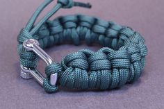 Make a Half Hitch Quick Deploy Paracord Bracelet - BoredParacord