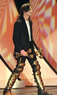The awards match his leg guards!!! Soo badass!!!