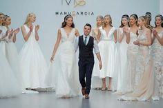 Ya podemos disfrutar al completo de la colección #StarSystem  de @manugarciacostura  en su web y a mí no me puede gustar más ��❤️�� M-A-R-A-V-I-L-L-O-S-O!!! ����������Lo que daría yo por casarme nuevamente con uno de sus vestidos y estar ahora mismo probándomelos en la tienda de Oviedo  con ese excelente equipo que tan buenos momentos me dio�������������� ( Un saludo Marisol��)Está vez necesitaría al menos 2  no sabría decidirme ���� #weddingdress #StarSystem #manugarciacostura…