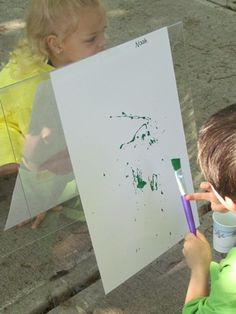 I love this idea of painting outside!!!  Looks like the kiddos wear Daddy's ol' shirt for a smock and have dixie cups full of paint.......and use their imagination!  The instructions for the easel are on the blog.