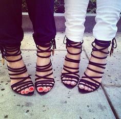 can i have a bestfriend in the futur, so we can wear the same heels one night & go outt, that'd be cute af