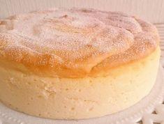 Le gâteau à 3 ingrédients : fromage à tartiner, chocolat blanc ou au lait et oeufs ! Une merveille de douceur ! Desserts Panna Cotta, Easy Desserts, Dessert Recipes, 3 Ingredient Cakes, Banana Pudding Recipes, Angel Cake, Cake Ingredients, Vanilla Cake, Easy Meals