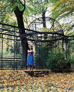https://flic.kr/p/FAfxB4 | Maria_MamiyaRZ67_110mmSekor_Kodak_Portra | - Portrait session with a Brazilian Girl in traditional Bavarian Cloths from Germany -  #MamiyaRZ67 #67 #6x7 #mediumformat #film #analog #ishootfilm #ilovefilm #filmisnotdead #35to220 #120 #110mmSekor #C-41 #KodakPortra400 #portrait #female #girl #sexy #outdoor #Regensburg #dirndl #tracht #highheel