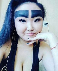 They say the eyebrows shape the entire face. These people didn't quite get the memo with these weird hilarious eyebrow fails will crack you up. Funny Eyebrows, Crazy Eyebrows, Eyebrow Fails, Eyebrow Makeup Tips, Makeup Fail, Ugly Makeup, Weird Makeup, Stupid Funny Memes, Funny Relatable Memes