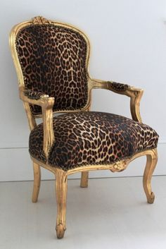 1000 images about leopard furniture on pinterest for Cheetah print living room furniture