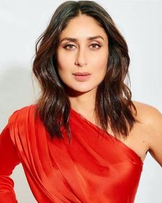 Bebo's one-shoulder RED dress is the hottest party outfit you will get to see ever. Sonakshi Sinha Saree, Kareena Kapoor Pics, Shraddha Kapoor, Bollywood Saree, Bollywood Fashion, Bollywood Actress, Indian Celebrities, Bollywood Celebrities, Beautiful Indian Actress