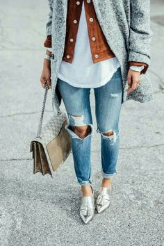 Layering in a very chic, chic way :) Love this outfit! Ripped jeans, suede jacket, gray coat, a very unique way to dress in fall season. Mode Outfits, Fall Outfits, Casual Outfits, Casual Jeans, Jeans Style, Casual Chic, Summer Outfits, Brown Suede Jacket, Look Girl