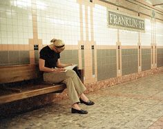 Carolyn Besette Kennedy waiting for the #1 subway train in New York City