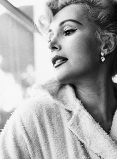 I don't remember anybody's name. How do you think the ``dahling'' thing got started? Zsa Zsa Gabor (1917-2016)