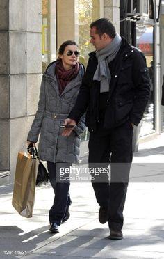 letizia va de compras | Princess Letizia of Spain is seen with her bodyguard going for... News ...