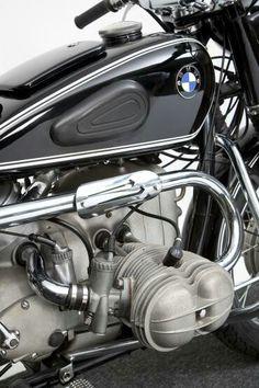 Bulging BMW Bmw Motorbikes, Bmw Motorcycles, Vintage Motorcycles, Motorcycle Tank, Motorcycle Style, Classic Motorcycle, Bmw Vintage, Vintage Cafe Racer, Bmw Classic