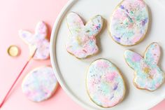 Learn how to make gorgeous Watercolor Graffiti Cookies from the new Sweetapolita Bakebook!