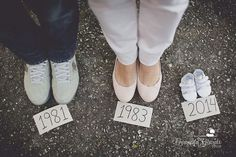 Cute baby announcement photo www.fernandagiara… – Kaylee Holgreen Cute baby announcement photo www.fernandagiara… Cute baby announcement photo www. Maternity Photography Poses, Maternity Poses, Maternity Pictures, Cute Pregnancy Photos, Pregnancy Timeline Photos, Maternity Photo Props, Baby Bump Photos, Cute Baby Announcements, Baby Announcement Photos