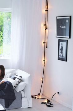 Vertical Hanging Lights | Simple and Easy Hanging String Lights Decor Ideas by Diy Ready http://diyready.com/diy-room-decor-with-string-lights-you-can-use-year-round/