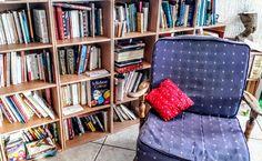La rentrée littéraire des blogueurs et chroniqueurs – La plume d'Isandre Bookcase, Corner, Shelves, Blog, Home Decor, Reading Practice, Columnist, Feather, Livres