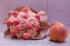 """Bouquet de rosas y frutas.""""RosRamos"""" frutales, en tonos melocotones, tonos champagne y suaves rosados y vainillas. Nos recuerda el suave Otoño aún Calido, la calma, la elegancia y belleza del romanticismo campestre detalles mágicos que desean las novias y que intentamos plasmar en nuestras creaciones, para que puedan estar por siempre jamás a tú lado. algodondeluna@gmail.com o 606619349"""