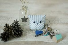 sewing tutorial for keychain ♥ Homemade Christmas Gifts, Homemade Crafts, Diy And Crafts, Sewing Tutorials, Sewing Crafts, Sewing Projects, Couture Sewing, Diy Clothing, Stuffed Toys Patterns