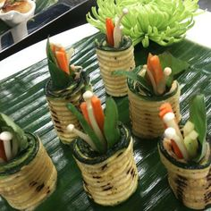 Zucchini veggie rolls with spicy hummus. Who says vegetables can't be nutritious and delicious? Veggie Rolls, Posh Nosh, Spicy Hummus, Hors D'oeuvres, Canapes, Zucchini, Catering, Vegetables, Desserts