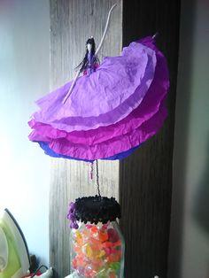 κούκλα από χαρτί Paper Mache Crafts, Wind Chimes, Dolls, Ideas, Outdoor Decor, Home Decor, Vestidos, Ballerinas, Creativity