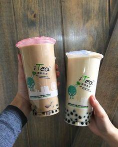 Bubble Tea Menu, Bubble Milk Tea, Aesthetic Coffee, Aesthetic Food, Coffee Cafe, Coffee Drinks, Fun Drinks, Yummy Drinks, Boba Tea Recipe