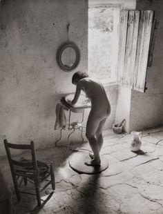 Lot : WILLY RONIS (1910-2009)Nu provençal, 1949Tirage argentique postérieur, tampon au[...]   Dans la vente Clin d'oeil Sur le XX° Siècle - Design - Photographies - Art Urbain - Art - Automobilia à Leclere - Maison de Ventes