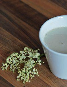 Mandelmilch aromatisiert mit Holunderblüten. Lecker!