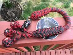 Another custom build motorcycle whip, mini billiard balls, 550 paracord Paracord Uses, Paracord Braids, Paracord Knots, 550 Paracord, Paracord Bracelets, Paracord Projects, Macrame Projects, Password Ideas, Ways To Lace Shoes