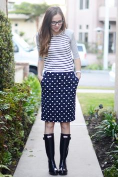 12 Ways to Style Your Rain Boots For Spring and Beyond (and 17 Tips to Make Those Outfits Balanced)