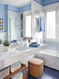 Blue bathroom with pads Bathroom Images, Small Bathroom, Bathroom Ideas, Mini Bad, Home Room Design, Condo Living, Bath Design, Beautiful Bathrooms, Bathroom Renovations