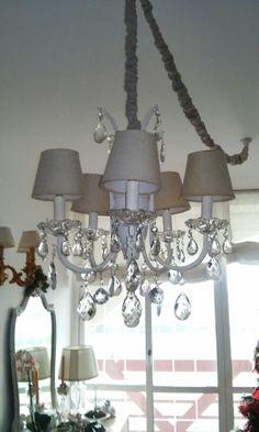 Vecchio lampadario ridipinto