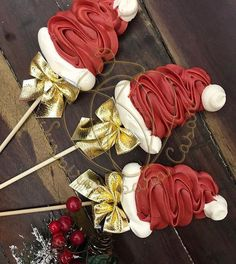Christmas Food Gifts, Xmas Food, Christmas Cooking, Christmas Candy, Christmas Desserts, Meringue Cookie Recipe, Meringue Desserts, Baking Business, Cake Decorating Techniques
