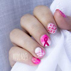 Breast Cancer International Awareness Day nail design. Diseño de uñas para el Día Internacional de la lucha contra el cáncer de mama. By Vilcis