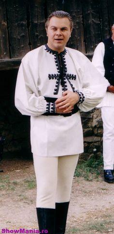 costum popular barbatesc din judetul Alba Hungarian Embroidery, Folk Embroidery, Brazilian Embroidery, Japanese Embroidery, Ribbon Embroidery, Embroidery Stitches, Embroidery Patterns, Folk Costume, Costumes