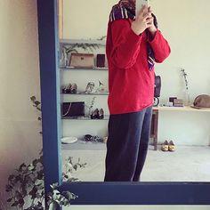 こんばんは🌙 . . Yves Saint Laurent のウールシルクの大判ストール🧣 . 黒っぽいコートには差し色に レトロなコートに合わせてにさらにレトロに🐠 柄の中にある強い色一色に合わせて巻いてみても面白いかもしれません(*´-`)ね🎈 . . -☆-☆-☆-☆-☆-☆-☆-☆-☆-☆- . #ヴィンテージサンローラン #yvessaintlaurent #ウールシルク #大判ストール #オールドセリーヌ #celinevintage #vara #オールドコーチ #ノリタケ #miumiu #スカーフ #ニットとストール #スプリンゲーリー #ユーカリ #ドライフラワー ✨ #starlightroom302 #お店は博多駅前です #博多 #福岡 #hakata #fukuoka #福岡ヴィンテージショップ #福岡セレクトショップ #vintage #小さなお店 #iphone写真部 #commondofukuoka #古門戸町 #commondo #popupshop -☆-☆-☆-☆-☆-☆-☆-☆-☆-☆- . 小さなお店です🌱…