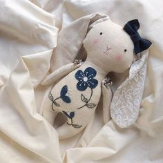 handmade doll hand embroidery temptation by _riaparamita_ 💙 mi sitio delivers online tools that help you to stay in control of your personal information and protect your online privacy. Fabric Toys, Fabric Crafts, Doll Crafts, Sewing Crafts, Muñeca Diy, Handmade Stuffed Animals, Fabric Animals, Sewing Dolls, New Dolls